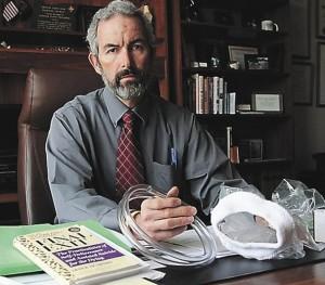 EL DOCTOR FLOYD PROZANSKI (Oregón, EEUU) ES PARTIDARIO DE LEGALIZAR LA VENTA DEL KIT