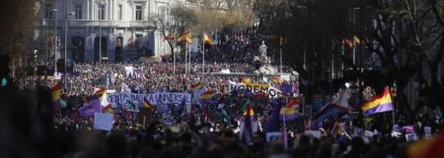 EN SÓLO UN AÑO, LOS MEDIOS DE COMUNICACIÓN ESPAÑOLES HAN CREADO UN FENÓMENO SIN PARANGÓN EN LA POLÍTICA EUROPEA